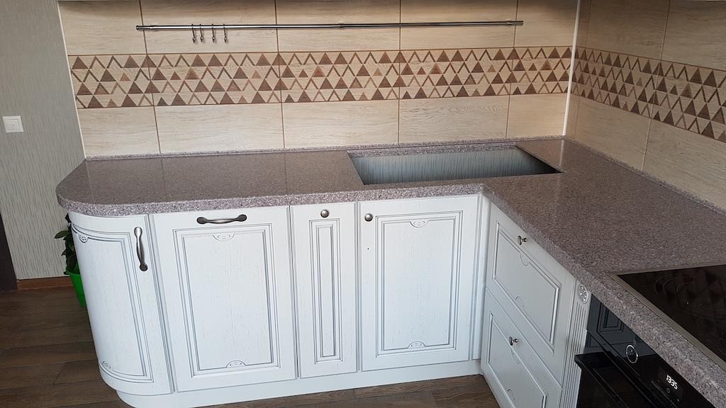 Угловая столешница с радиусным завершением для кухонного гарнитура (камень Grandex и др. цвета в ассортименте)