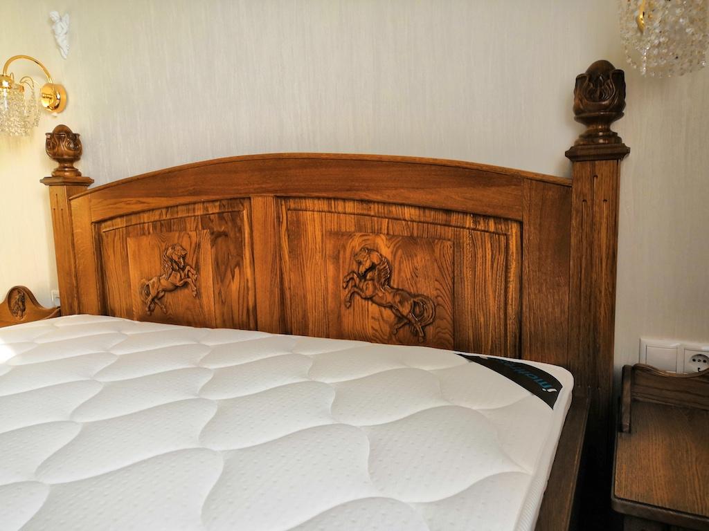 Кровать изголовье массив дуба