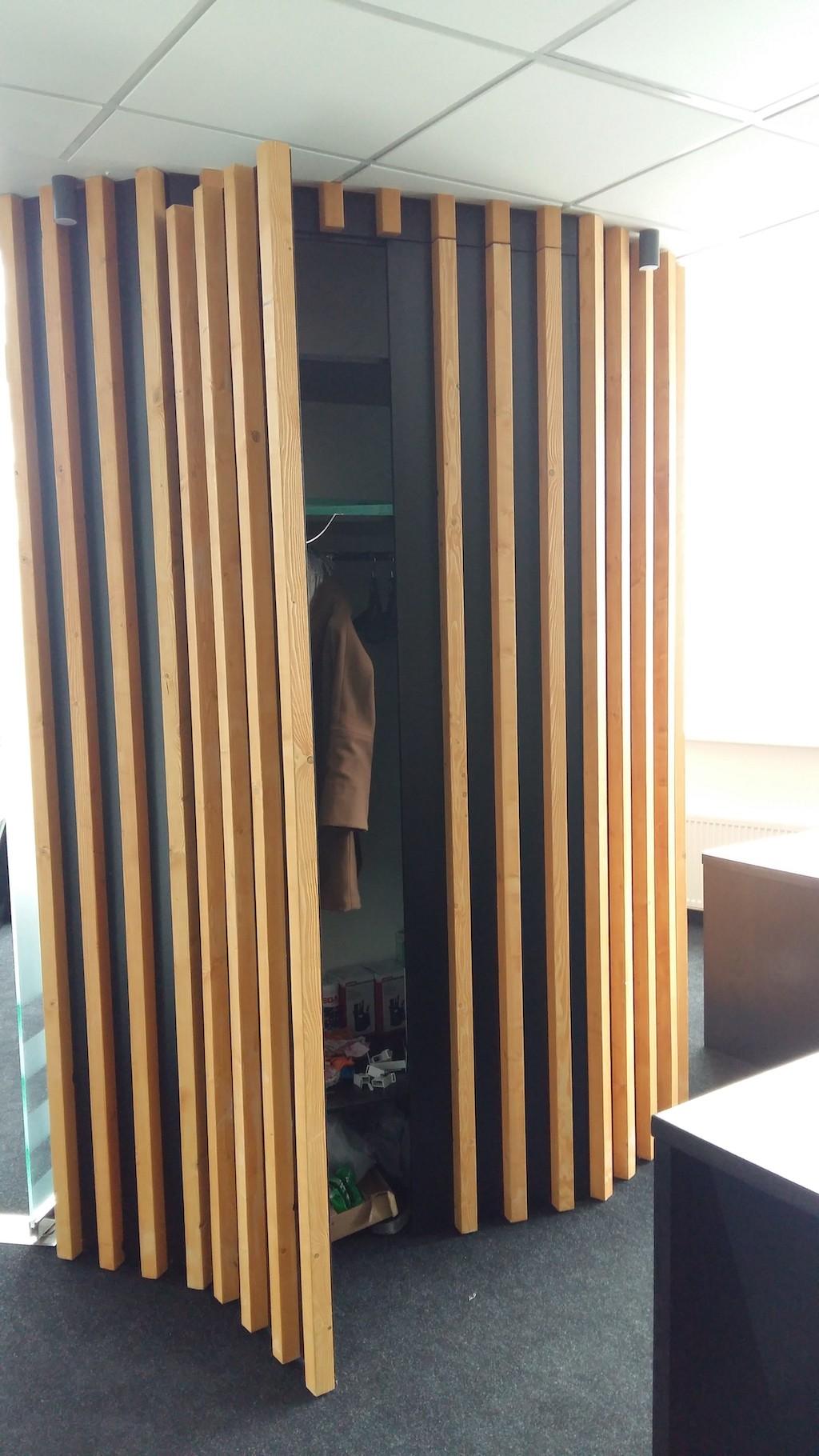 распашной шкаф Материалы МДФ Эмаль + деревянный брус
