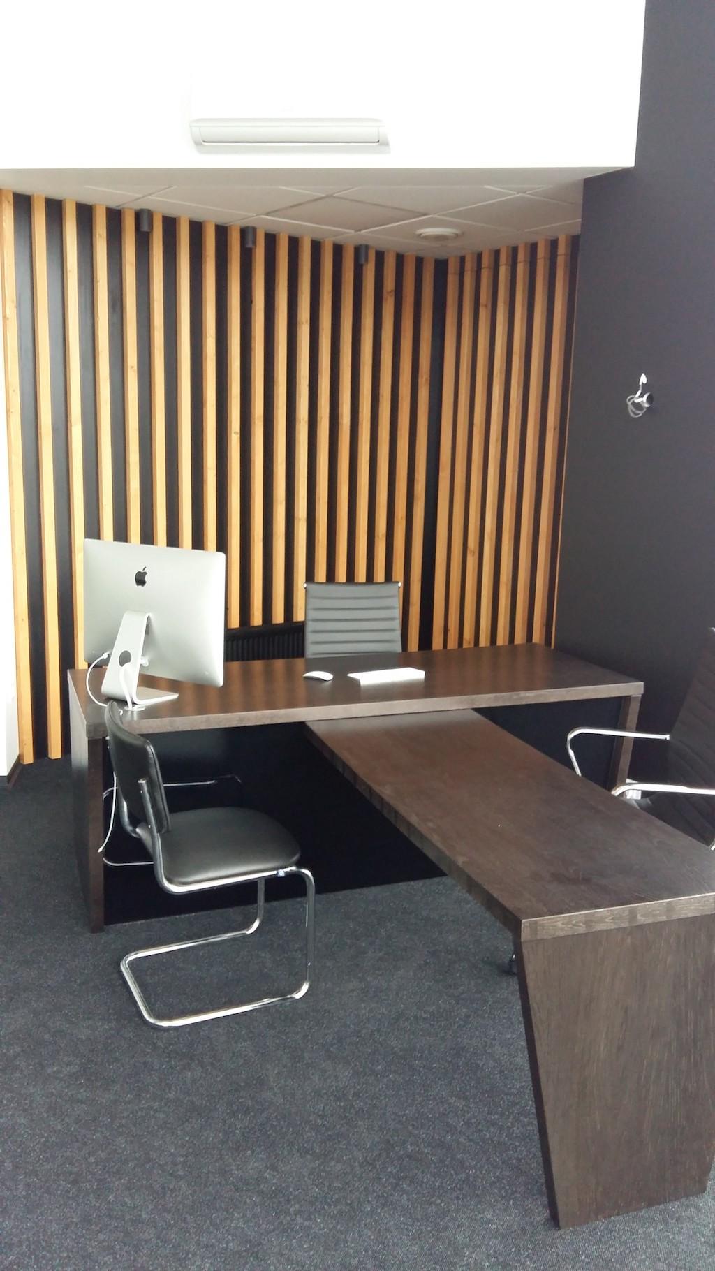 руководителя (Стол из массива дуба декоративные панели МДФ Эмаль+деревянный брус)
